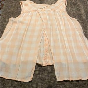 Super cute, open back, peach and white button up